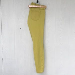 CAbi Skinny Jeans in Yellow Size 4 NWOT